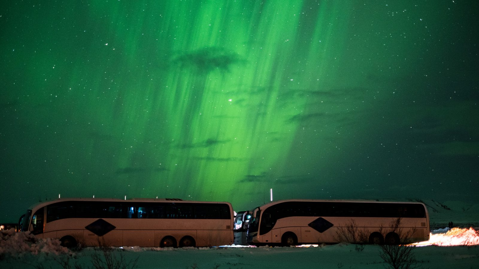 busses for a northern lights tour in iceland