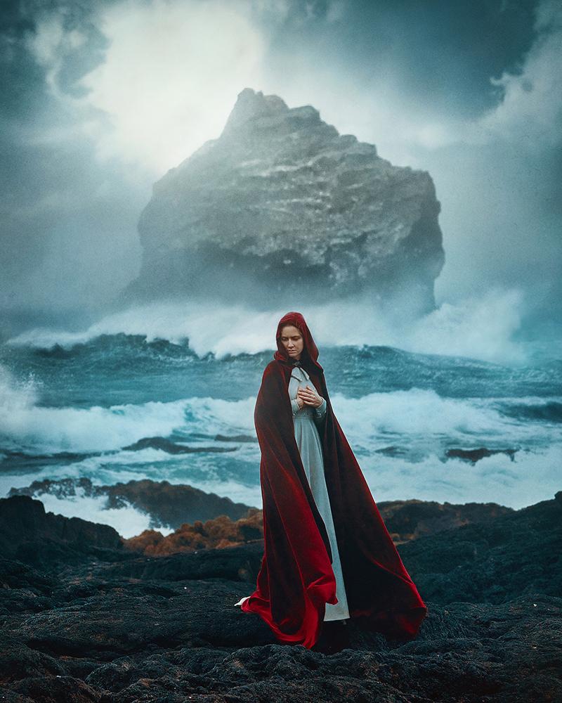5 Days in Iceland, girl in front of  Valahnukamol.